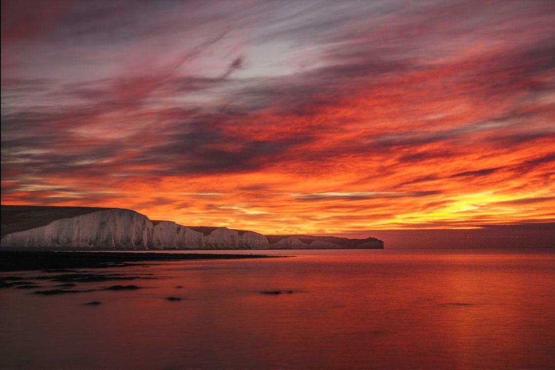 Рассвет и берег моря · бесплатное фото