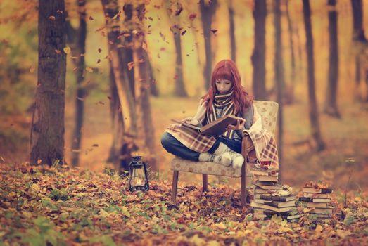 Фото бесплатно рыжая, модель, чтение книги