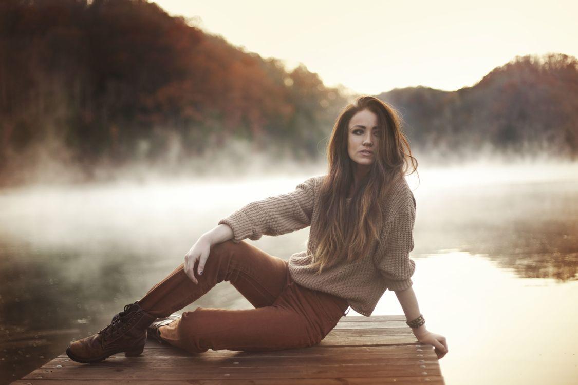 Фото бесплатно женщины, туман, рыжий, свитер, вода, отражение, пронзительный нос, women, mist, redhead, sweater, water, reflection, pierced nose, девушки