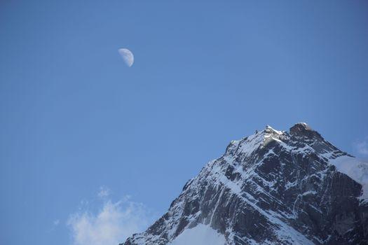 Фото бесплатно Луна, чистое небо, гора