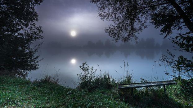 Фото бесплатно ночь, луна, озеро, деревья, лавочка, пейзаж