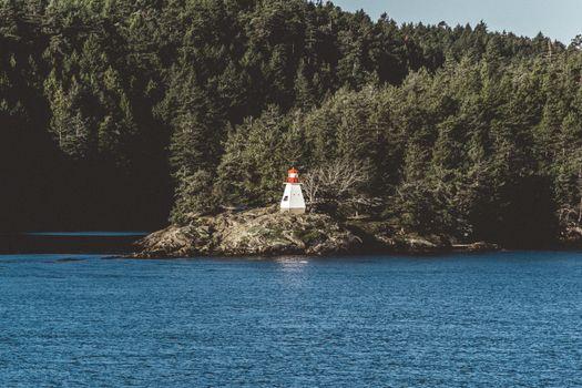 Фото бесплатно маяк, море, деревья