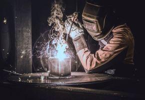 Фото бесплатно сварщик, сварка, огонь