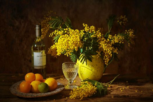 Фото бесплатно натюрморт, вино Jacobs Creek, ваза