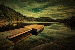 Фото бесплатно Eivindsvatnet, Норвегия, закат, озеро, пристань, мостик, горы, деревья, пейзаж