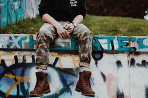Заставки парень, обувь, брюки