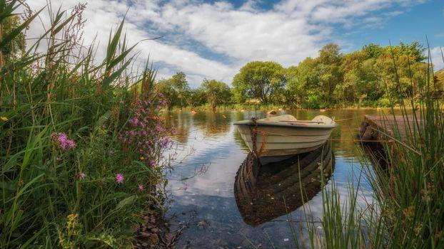 Заставки озеро, лодка, деревья