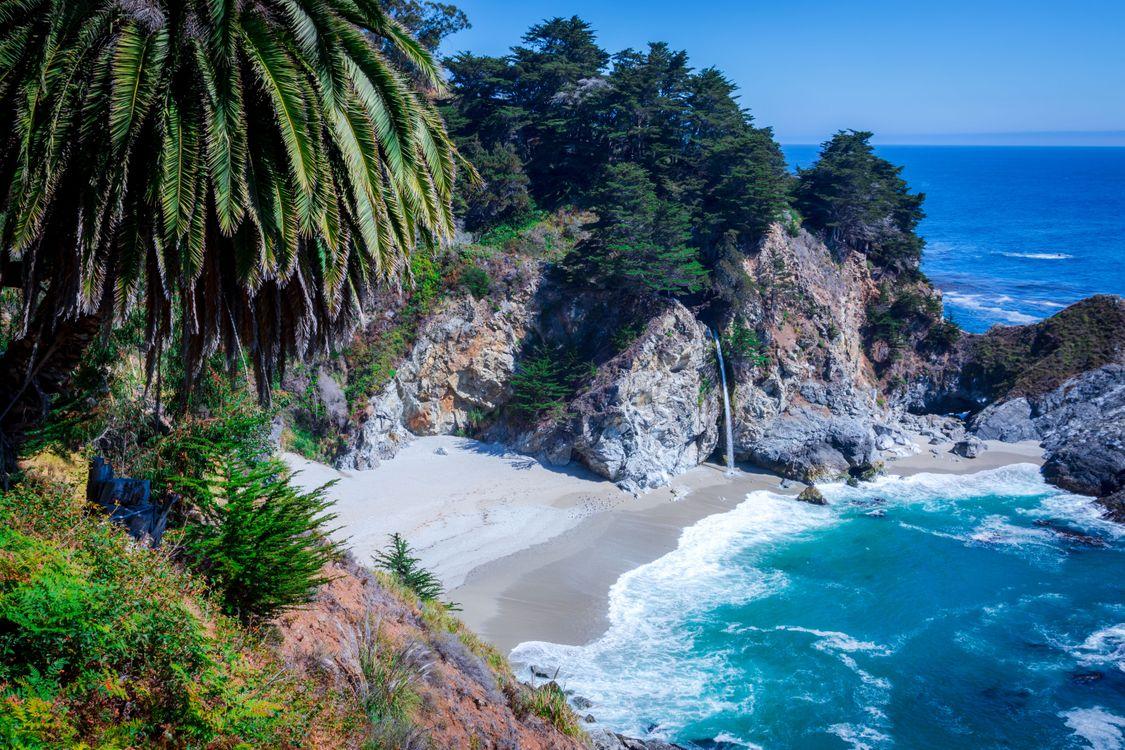 Фото бесплатно McWay Falls, Big Sur, California, Julia Pfeiffer Burns State Park, McWay Cove Beach, Биг-Сюр, Калифорния, Парк Джулии Пфайфер Берн, водопад, море, берег, пляж, пейзаж, пейзажи