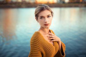 Бесплатные фото женщины,блондинка,красная помада,река,глубина резкости,портрет,женщины на открытом воздухе