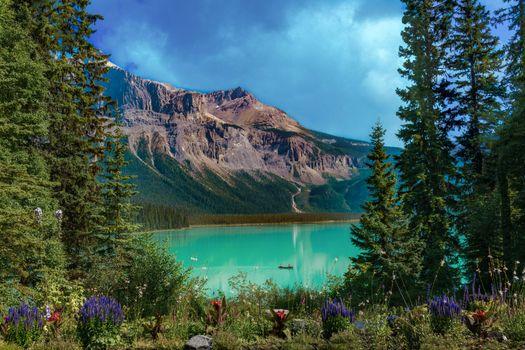 Фото бесплатно пейзаж, Изумрудное озеро, гора