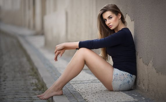 Photo free woman, smooth leather, sitting