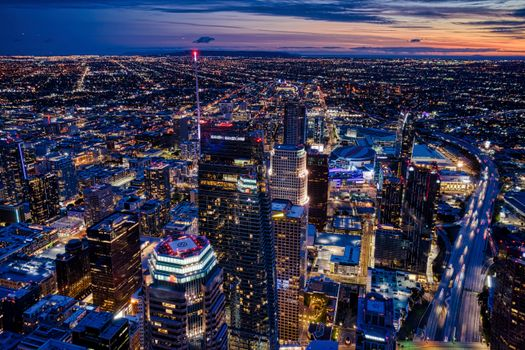Фото бесплатно небоскребы, ночь, городской пейзаж