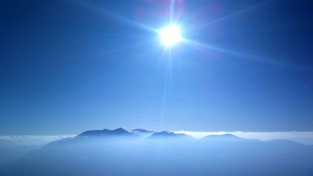 Фото бесплатно солнечный свет, чистое небо, горы