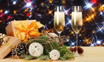 Бесплатные фото новый год,елка,бокалы,подарок,рождество,шампанское,декорация