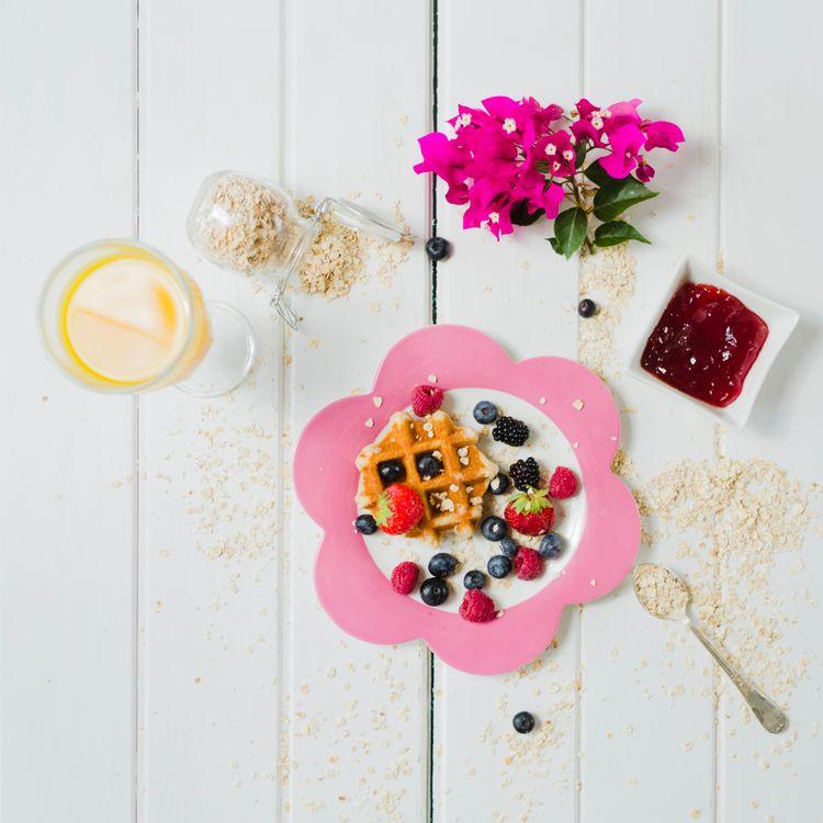 Фото бесплатно завтрак, овсянка, ягоды, вафли, джем, еда