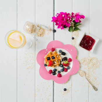 Обои завтрак,овсянка,ягоды,вафли,джем