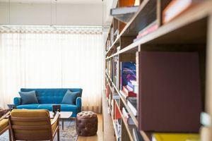 Фото бесплатно книжная полка, апартаменты, гостиная