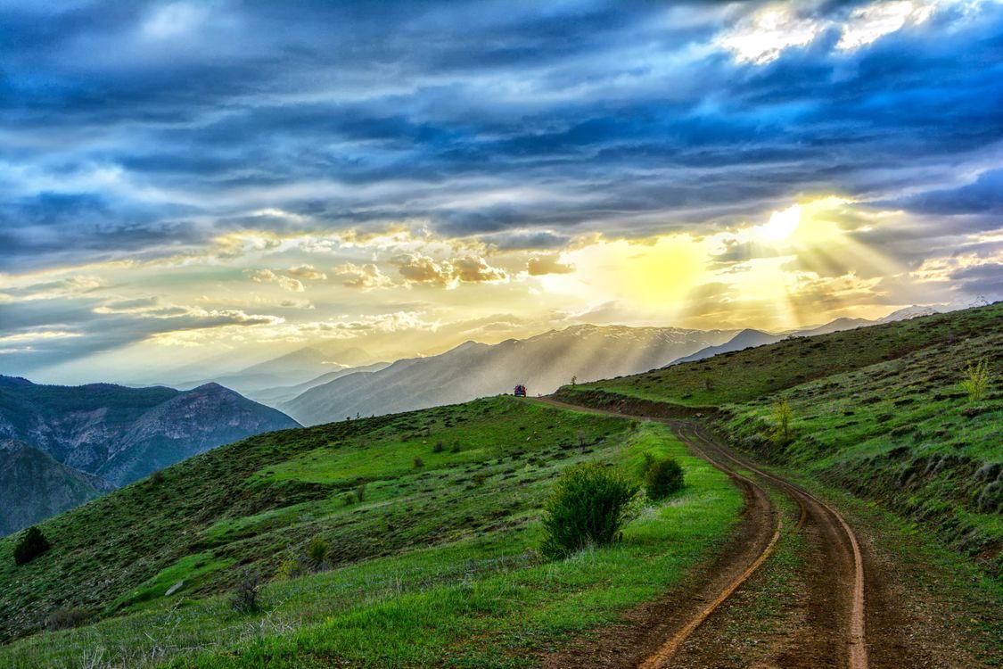Фото небо горы трава - бесплатные картинки на Fonwall