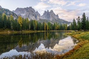 Заставки озеро Мизурина,Италия,горы,деревья,осень,пейзаж