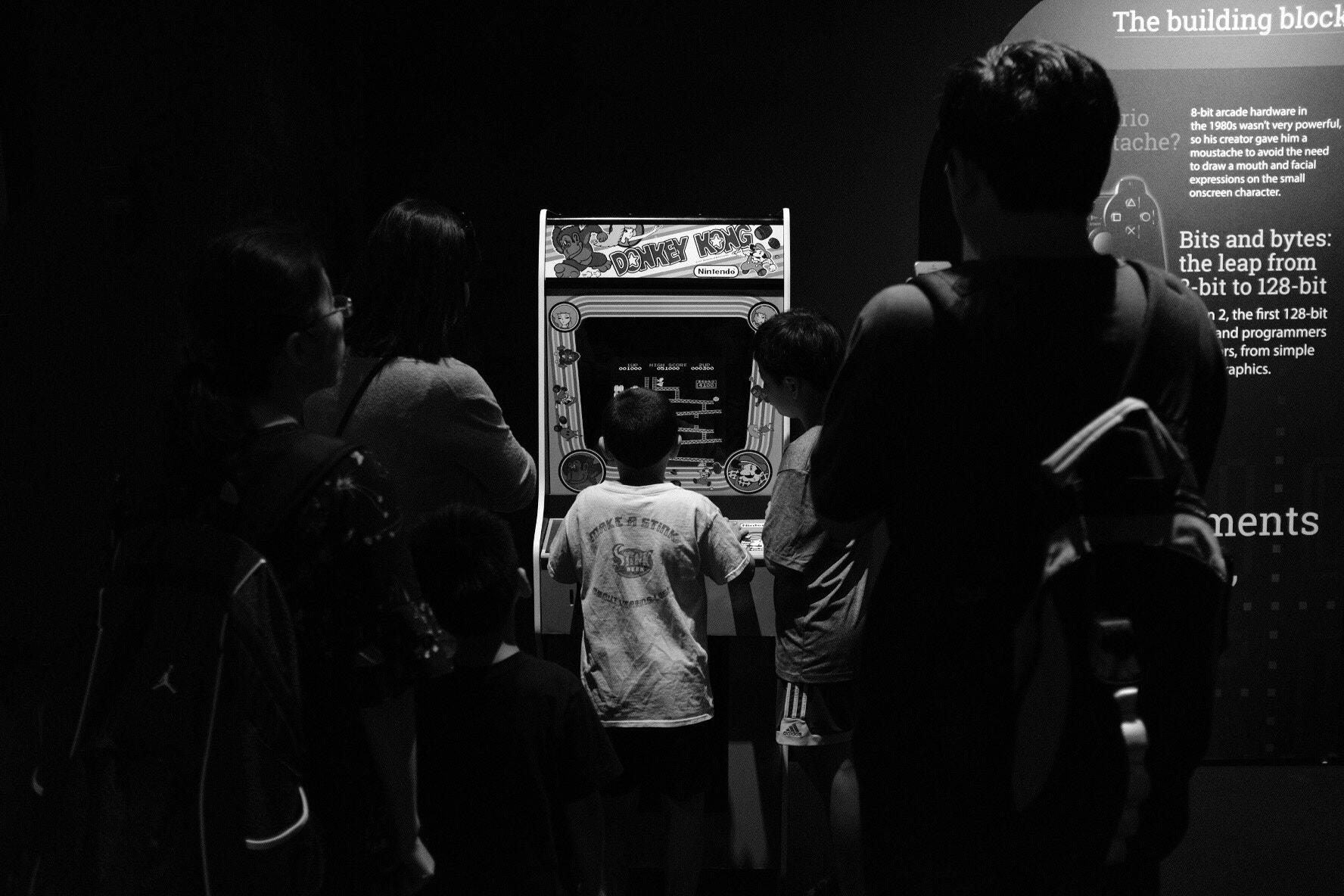Screensaver arcade, monochrome, retro games, video games, 500 pixels