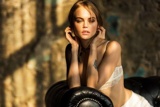 Photo free model, beauty, sitting
