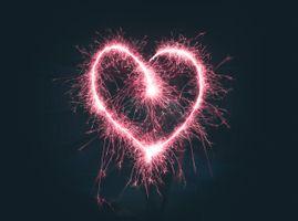 Сердце из бенгальских огней