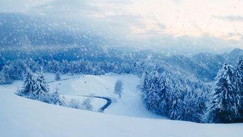 Бесплатные фото зима,снег,горы,деревья,сугробы,дорога,пейзаж