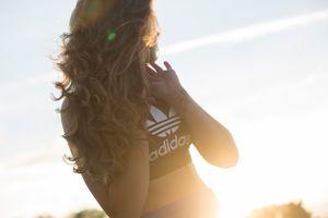 Бесплатные фото девушка,модель,adidas,закат солнца,небо,облако,восход