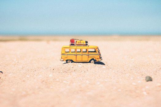 Бесплатные фото игрушка,фургон,аэропорт,весело,игрушки,kid toy,милый,круто,рыжих,хороший,пляж,песок