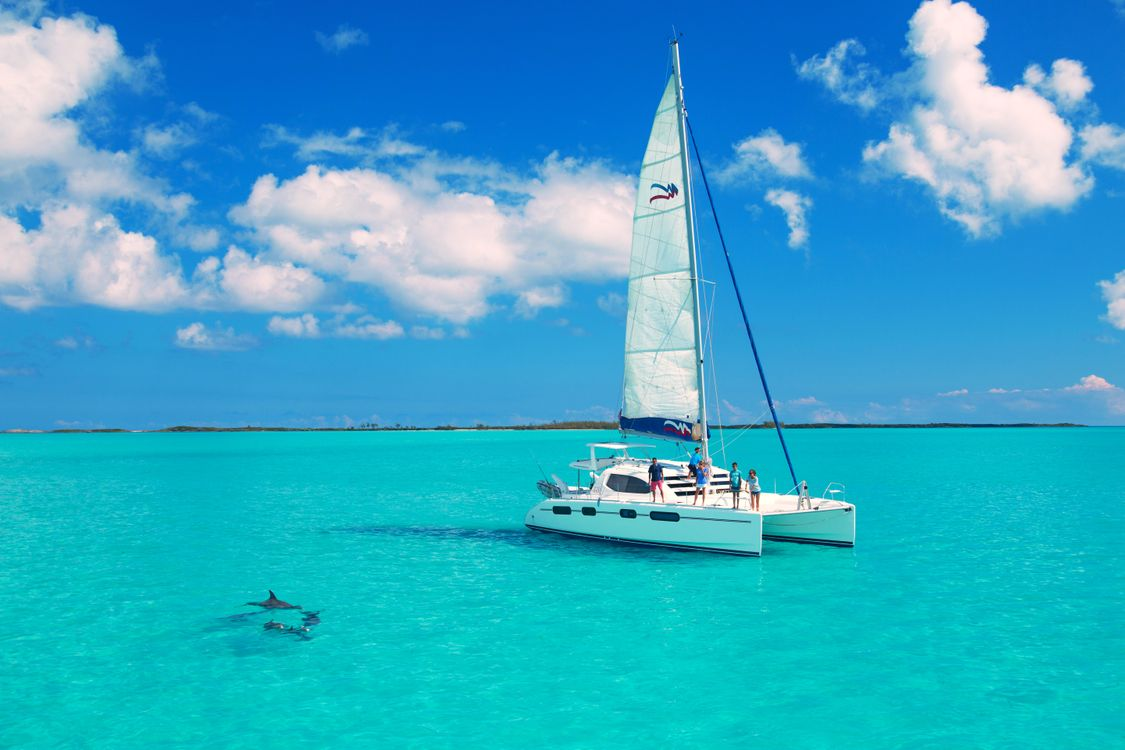 Picture the surroundings, yacht on the desktop