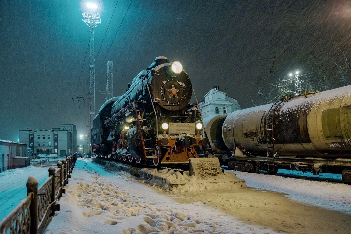 Фото бесплатно ночь, поезд, зима, снег, локомотив, разное