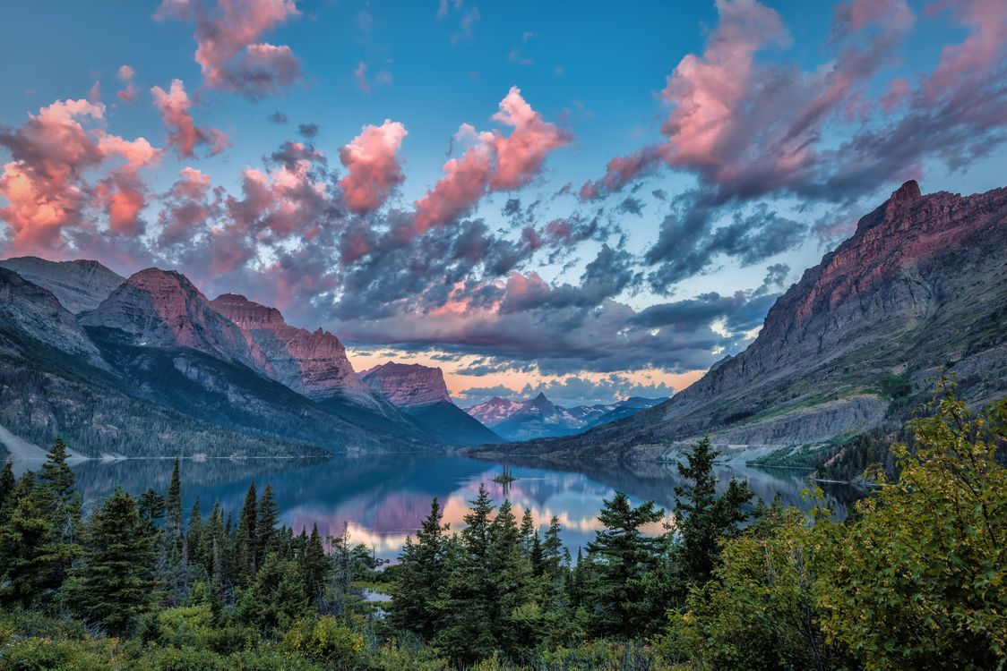 Photo Sunrise over Wild Goose Island Glacier National Park Montana - free pictures on Fonwall
