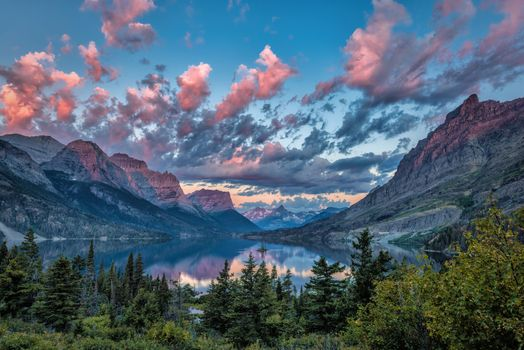 Фото бесплатно Sunrise over Wild Goose Island, Glacier National Park, Montana