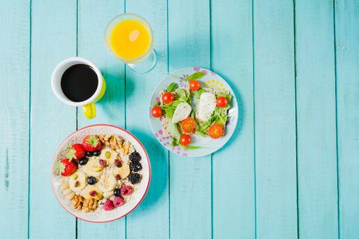 Обои завтрак,кофе,сок,салат,мюсли,ягоды