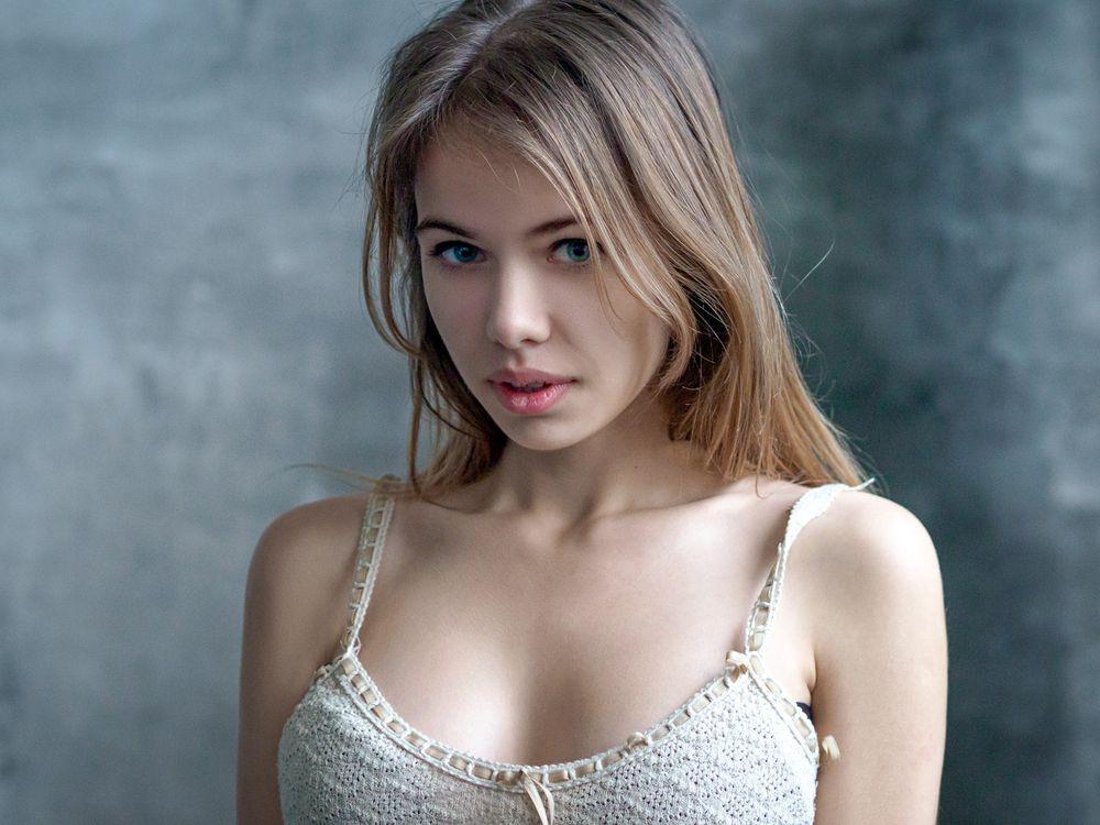 Photos for free women, blonde, blue eyes - to the desktop