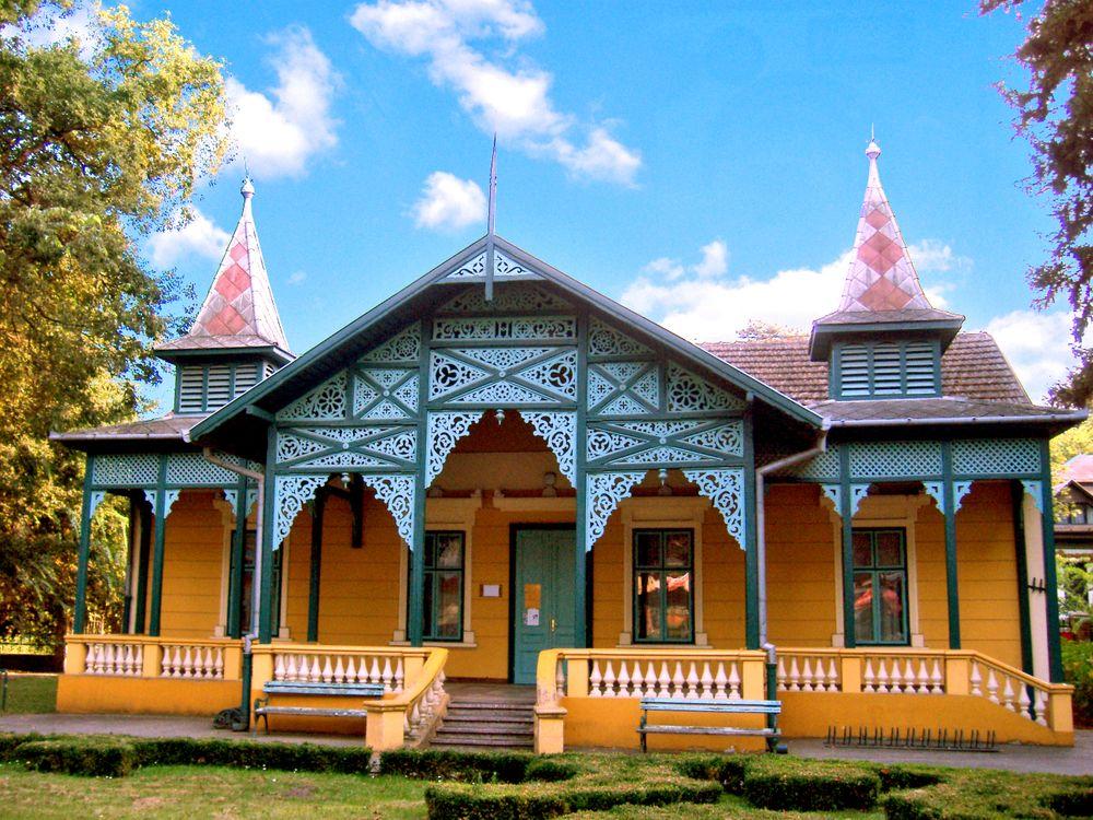 Фото бесплатно дом, главная, вилла, отделение, арт-деко, стиль, архитектура, лето, синий, небо, ориентир, особняк, имущество, китайская архитектура, недвижимость, город