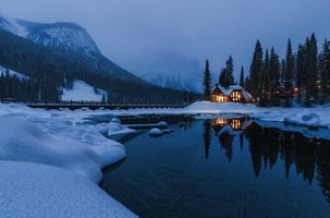 Photo free Emerald lake, bridge, the lake house