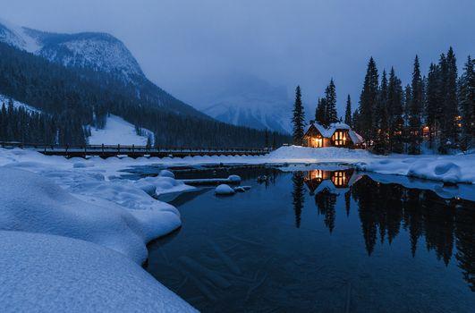 Фото бесплатно Emerald lake, мост, дом у озера