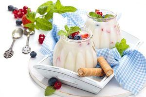Фото бесплатно завтрак, йогурт, ягоды
