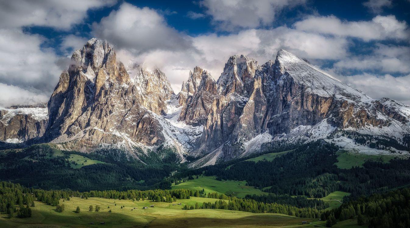 Картинка Альпы, Доломиты, Италия, горы, поля, холмы, деревья, пейзаж на рабочий стол. Скачать фото обои пейзажи