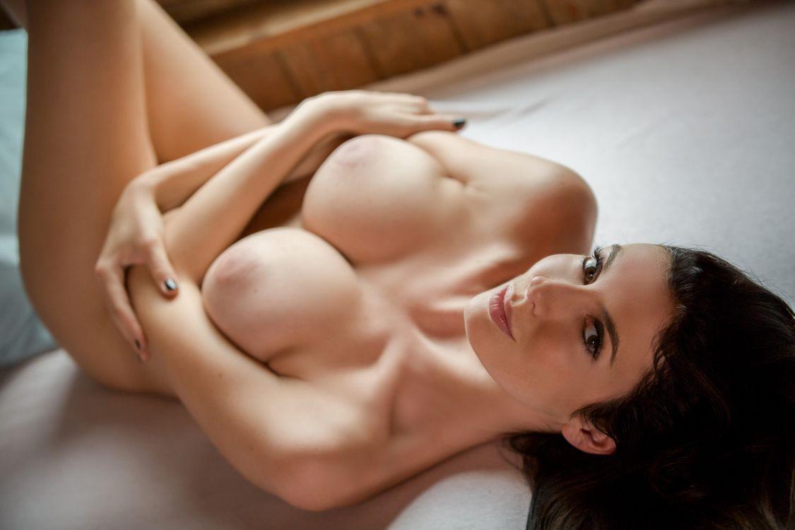 Фото бесплатно katey, брюнетка, сексуальная девушка, взрослая модель, обнаженная, голая, сиськи, грудь, соски, взгляд, brunette, sexy girl, adult model, nude, naked, эротика
