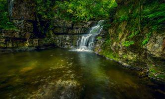 Фото смотреть лес, водопад, скалы бесплатно