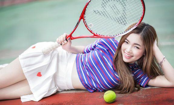 Photo free asian model, big smile, lying
