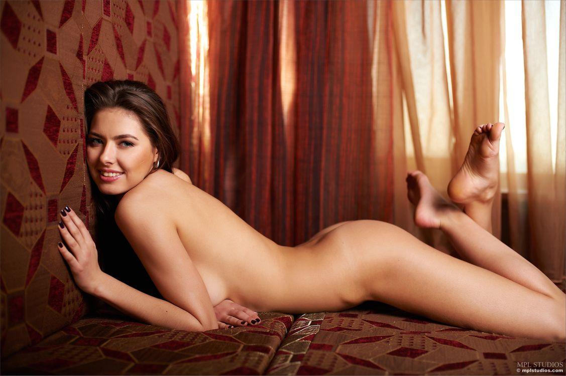 Фото бесплатно Arianna, красотка, голая, голая девушка, обнаженная девушка, позы, поза, сексуальная девушка, модель, эротика, эротика - скачать на рабочий стол
