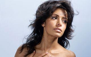 Фото бесплатно певица, Сара Шахи, черные волосы