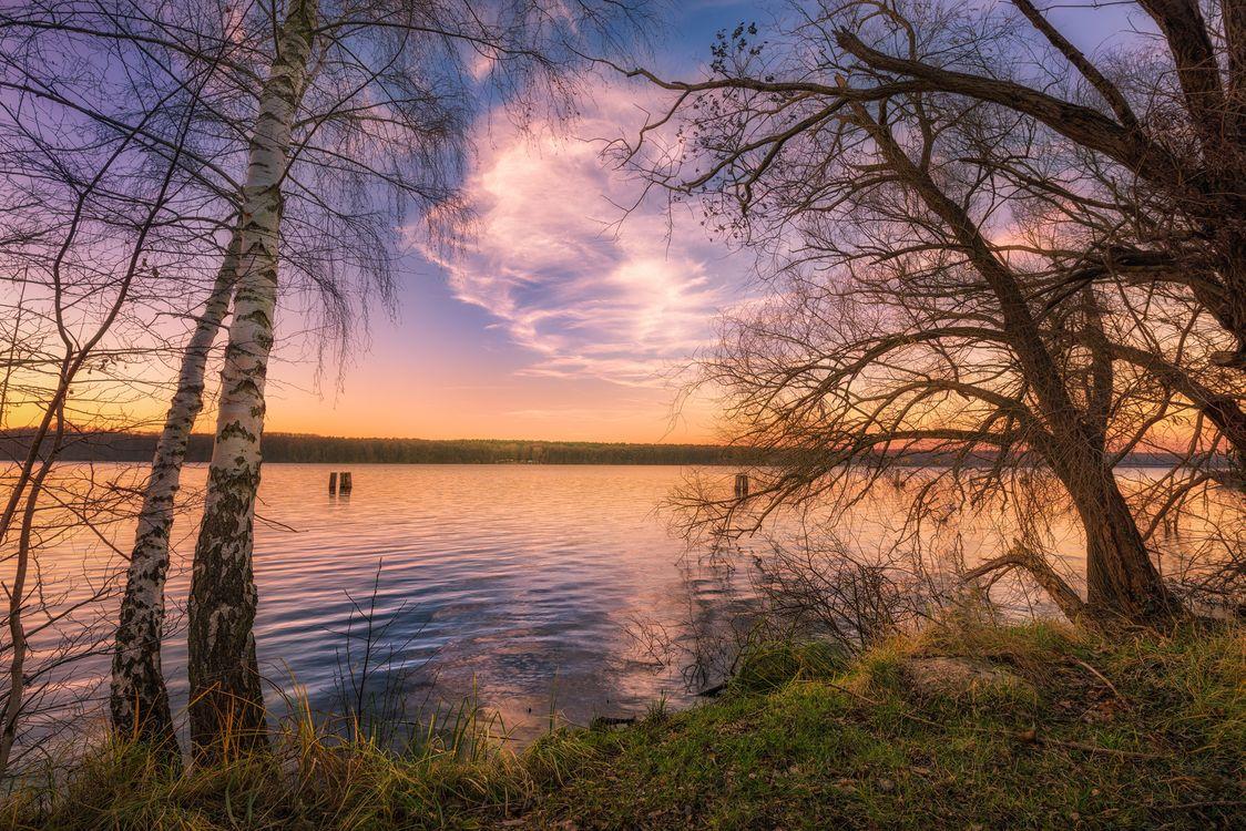 Озеро и закат солнца · бесплатное фото