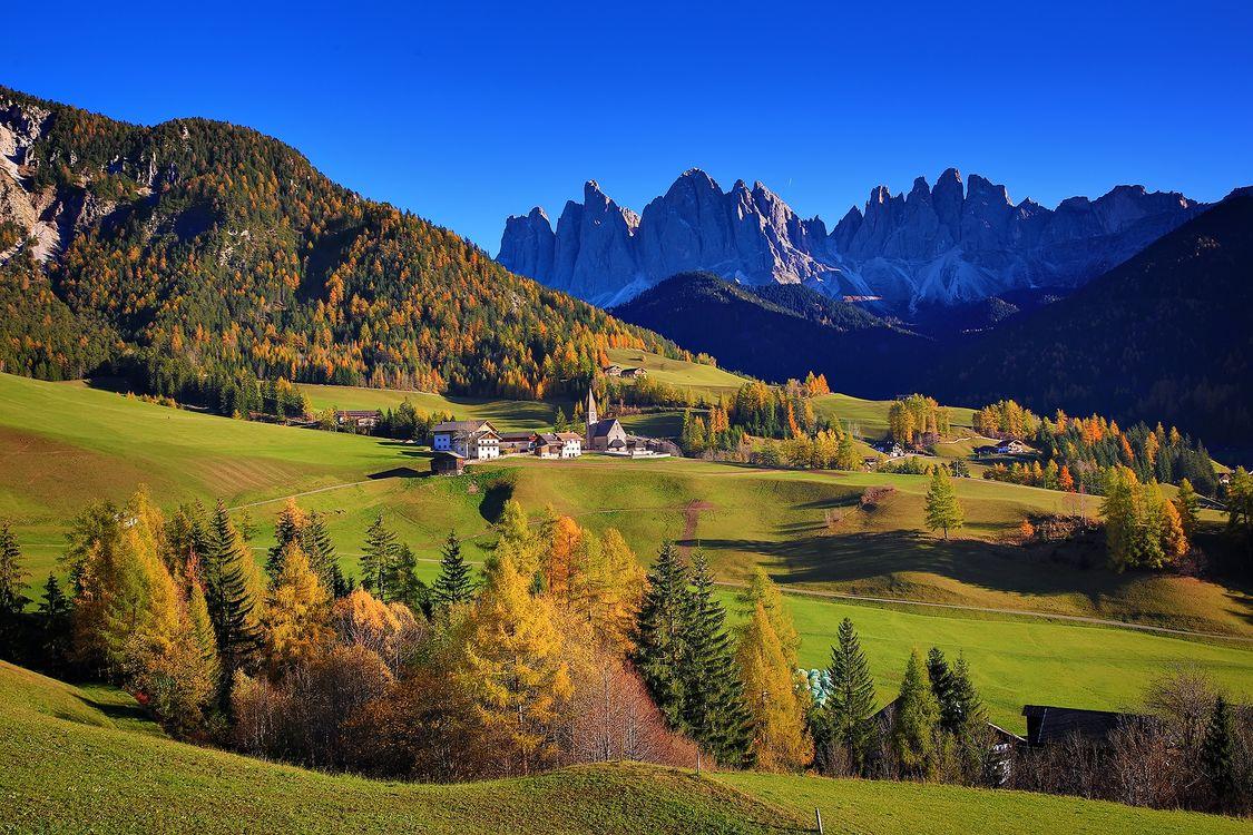 Обои Больцано, Венето, Италия, осень, горы, дома, поля, холмы, деревья, пейзаж на телефон | картинки пейзажи