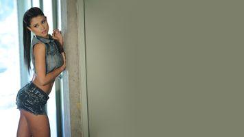 Бесплатные фото Даниэла Джарамильо,брюнетка,модель,задница,джинсовые шорты