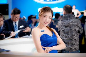 Бесплатные фото девушка,азиатская,милая,улыбка,синее платье,брюнетка,автомобильное шоу