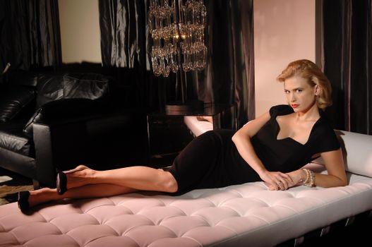 Фото бесплатно Дженьюари Джонс, кровать, девушки